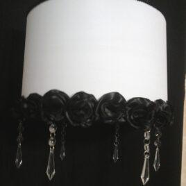 Colgante con flores artesanales y caireles de 35x35x20cm